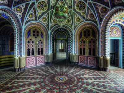Entrance Hall Round