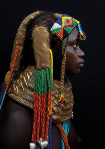 Mwila girl with a vikeka neckl