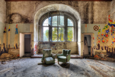 Hall with 2 Chairs